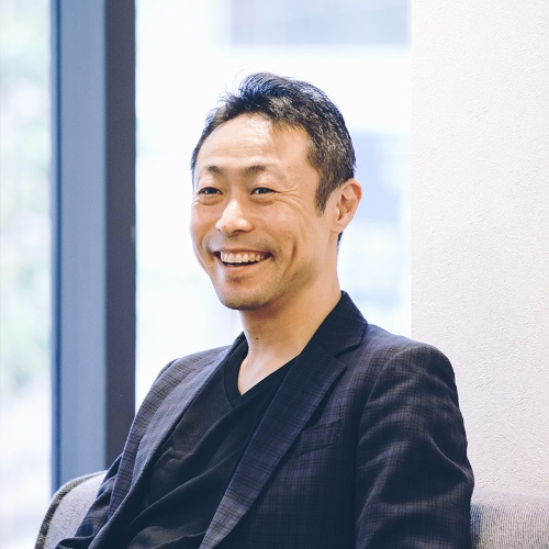 "<span class=""fontBold"">杉江陸(すぎえ・りく)氏</span><br>1971年生まれ。東京大学教養学部卒業後、富士銀行(現・みずほフィナンシャルグループ)入行。06年、GEコンシューマー・ファイナンス(現・新生フィナンシャル)入社。12年に新生フィナンシャルの社長兼CEO。17年11月から現職"