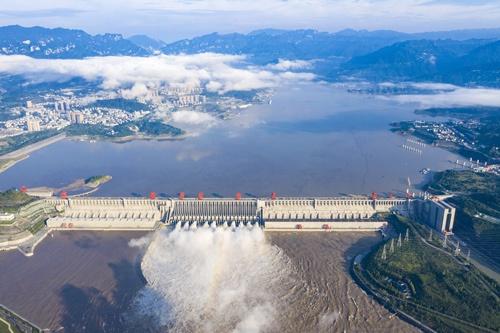 2020年8月19日に撮影された三峡ダムの様子。貯水位の上昇を懸念する声が上がっていた(写真:新華社/アフロ)