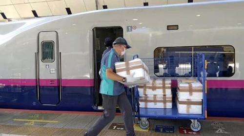 JR東日本は駅ナカで販売する特産品の輸送に、新幹線の活用を本格化している