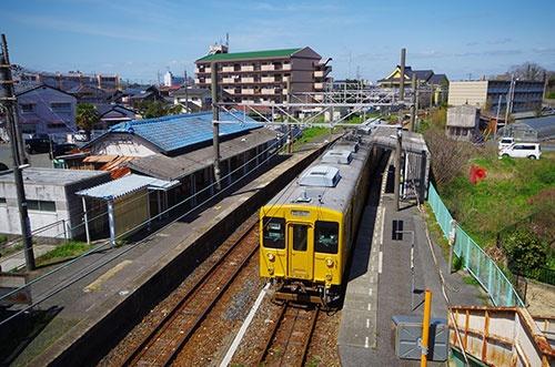JR宇部線は市街地を走っているものの利用客は少ない(写真:PIXTA)