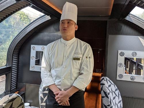 揺れる車内でも「HAJIME」「菊乃井」といった名店と同じクオリティの食事の提供に腐心する川並信重料理長