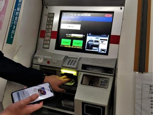 券売機を使い、LINE Payに1000円単位でチャージができる
