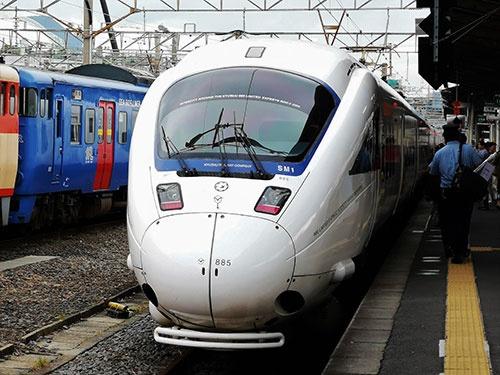 博多~武雄温泉間は在来線特急「リレーかもめ」の運行が続く。乗り継ぎの解消のめどは立たない