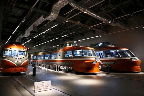 2021年4月にオープンした「ロマンスカーミュージアム」。歴代の車両を展示する(写真:古立康三)