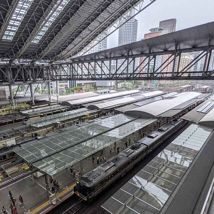 JR西日本、公募増資で株価急落 新味なき成長戦略