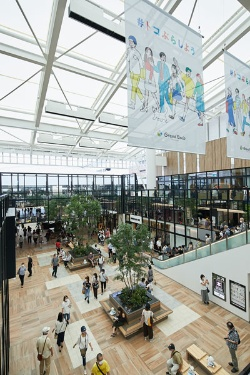 所沢駅(埼玉県所沢市)を最重要エリアに位置づける西武ホールディングスは9月に商業施設「グランエミオ所沢」をオープンした