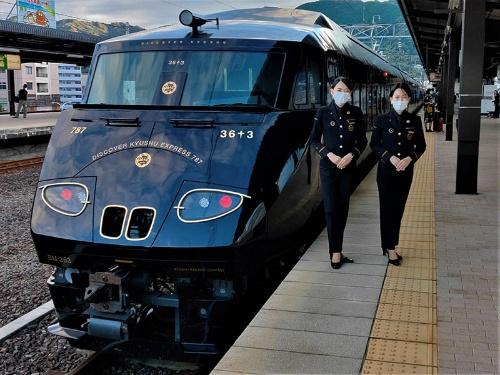 「36ぷらす3」は特急電車として走っていた6両を改造した