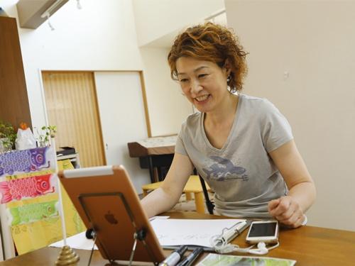 アクティブシニアが日本語を学習中の外国人の話し相手になる