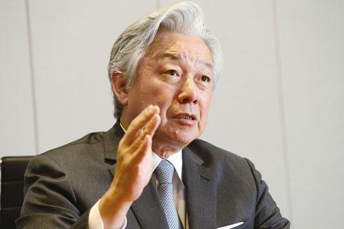 スカイマークの会長から退いた佐山展生氏(写真=陶山勉)