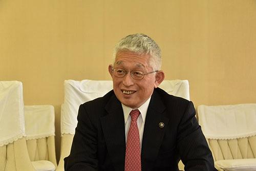 """<span class=""""fontBold"""">泉 房穂(いずみ・ふさほ)</span><br />東京大学教育学部を卒業しNHK入局。退職後に弁護士試験に合格し、2003~05年に衆院議員を務めた。11年に明石市長に当選。19年2月に市幹部への暴言で辞職したが同年3月の出直し選で3選を果たし、4月の統一地方選では無投票で当選した。"""