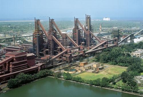 日本製鉄は中国やASEANで一貫製鉄所の買収や資本参加を検討する(写真はインドで買収した製鉄所)