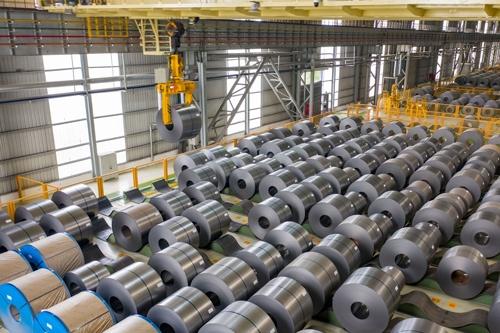 東南アジアでは製造業からの需要が減って熱延コイルの価格が軟調に推移する(写真:CFOTO/共同通信イメージズ)