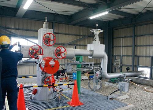 日本CCS調査が実証事業を進める苫小牧CCS実証試験センターで、回収したCO<sub>2</sub>を地下に圧入する装置