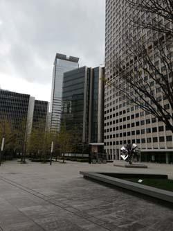 「緊急事態宣言」の発令でオフィス街から人影が消えた