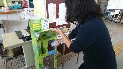 ユニリーバ・ジャパンと花王は、東京都東大和市内の10カ所に回収ボックスを設置し、使用済みプラスチック容器を集める。回収した容器は、リサイクル事業者のヴェオリア・ジェネッツが分別・洗浄・処理し、リサイクル技術を検証する(写真:ユニリーバ・ジャパン、花王)