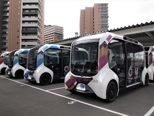 トヨタ自動車は選手村で自動運転の電気自動車「e-Palette」を実用化。静岡県裾野市の「Woven City」に投入する(写真:藤田香)