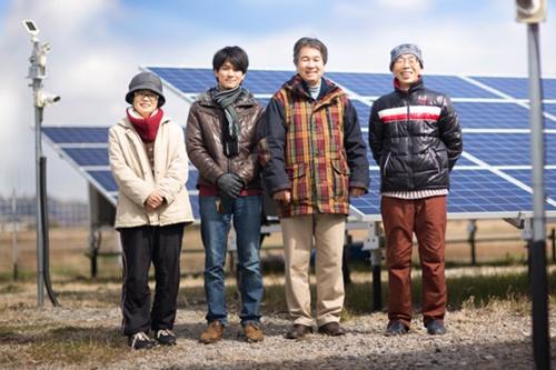 千葉県の木更津店は、小児ぜんそくで苦しむ子供たちのために造ったという木更津市にある太陽光発電所「しらさぎ発電所」の再エネ電力を使用(写真:スターバックス)
