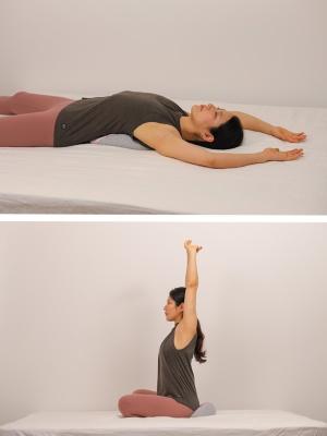 シャバの上で寝転ぶことで、自然と胸が開き呼吸が楽になる(写真上)。自然と骨盤を立たせてくれるスッカは、座るだけで良い座姿勢へと導いてくれる(写真下)
