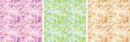 左から、深い安らぎを表す「コスモスパープル」、愛や慈悲を表す「ロマンティックグリーン」、自立を表す「アースブラウン」。水彩でモザイクのような柄を描き、パワーストーンの輝きや力を表現したという
