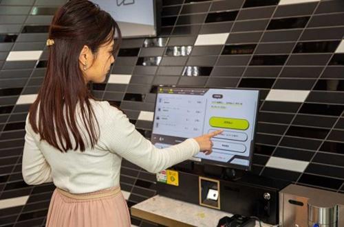 商品を選び、セルフレジの前に立つと自動で購入金額が表示される