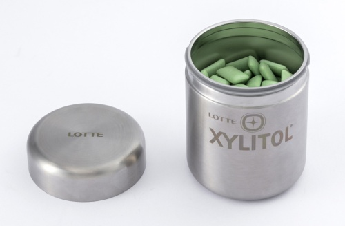 Loop商品の容器は、開口部の周りにシリコーンゴム製のパッキンを使うことで、蓋と本体の程よいフィット感を実現している