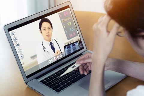 オンライン診療は多くの自治体が提案に盛り込んだ。新型コロナウイルス感染症の拡大に伴い、現在は初診からの電話、オンライン診療が時限的に認められているが、スーパーシティの枠組みで、これを恒常化したいという(写真/Shutterstock)
