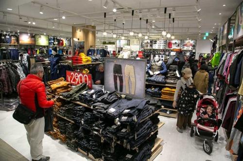 2018年9月に誕生した新業態「ワークマンプラス」の1号店。売り場の見せ方を変えるだけで、アウトドアショップに変貌した