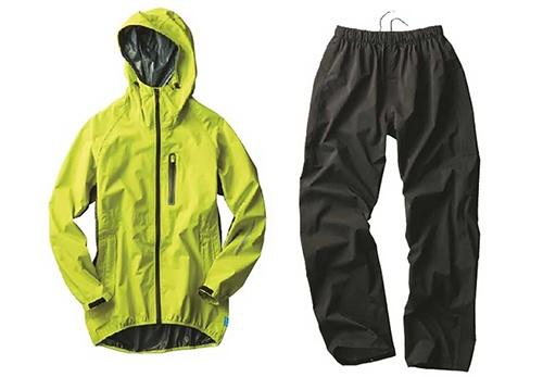 上下で4900円(税込み)の「透湿レインスーツSTRETCH」はワークマンを代表するヒット商品。累計85万着を売り上げた