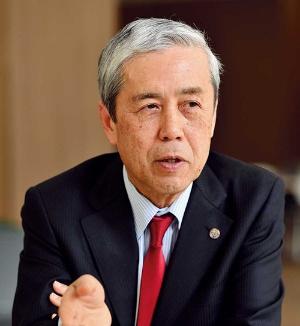 新設工学部の学部長を務めるのが、田畑修氏。トヨタ関連企業で研究に従事していた際に、社会人博士号を取得。その後、私立大学を経て、16年間にわたり京都大学で教壇に立つ。今回の工学部の設立に当たって、早期退職を決意