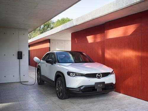 マツダの「新世代商品」の最新モデル、「MX-30(EV MODEL Highest Set)」
