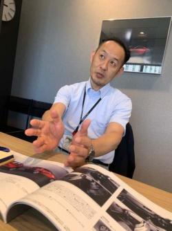 佐賀さん、長い話にお付き合いいただきありがとうございました。インタビューは1本にまとめていますが、実際には3回お話を伺っています(なので写真が夏服と冬服に……)。大変勉強になりました。アップデート、超期待しています!