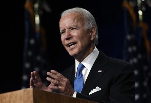 就任演説をするバイデン大統領。健康不安は全く感じられなかった(写真:AFP/アフロ)