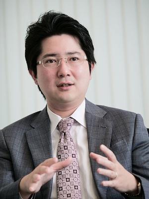"""<span class=""""fontBold"""">小林俊介(こばやし・しゅんすけ)</span><br />みずほ証券エクイティ調査部チーフエコノミスト<br />専門は日本経済・世界経済・金融市場分析。2007年、東京大学経済学部を卒業し、大和総研に入社。2013年に米コロンビア大学および英ロンドンスクールオブエコノミクスで修士号を取得。日本経済・世界経済担当シニアエコノミストを経て、2020年8月より現職。(写真:加藤 康)"""