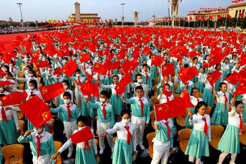 天安門広場にはことのほか多くの若者が集まった。それには中国共産党のある狙いがあった(写真:ロイター/アフロ)