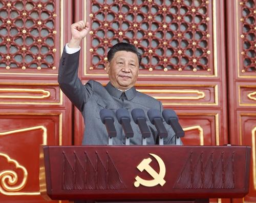 天安門広場で演説する習近平国家主席(写真:新華社/アフロ)