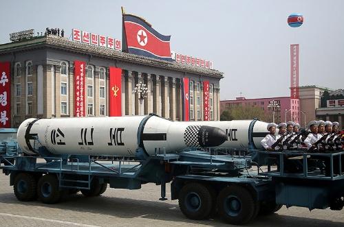 北朝鮮「太陽節」記念するパレード SLBMが初登場(写真:AP/アフロ)