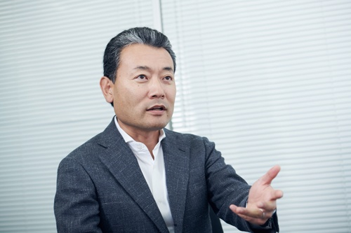 """<span class=""""fontBold"""">鈴木孝二[すずき・たかつぐ]氏<br>エン・ジャパン社長</span><br>1971年、愛媛県生まれ。95年に同志社大学商学部を卒業し、日本ブレーンセンターに入社。2000年に同社のデジタルメディア事業が分社独立したエン・ジャパンの取締役を経て、08年から現職。"""