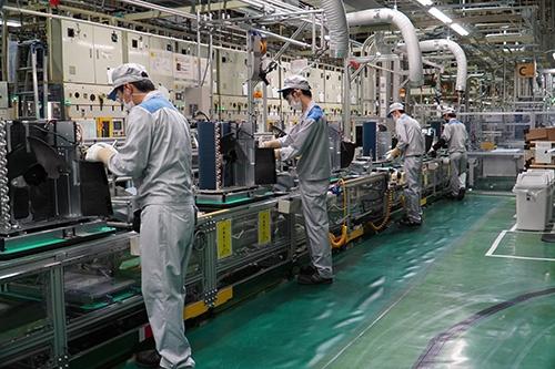家庭用空調機器を生産する滋賀製作所の生産ライン。部品在庫は少なくなったものの、かろうじて生産に影響は出ずに済んだ