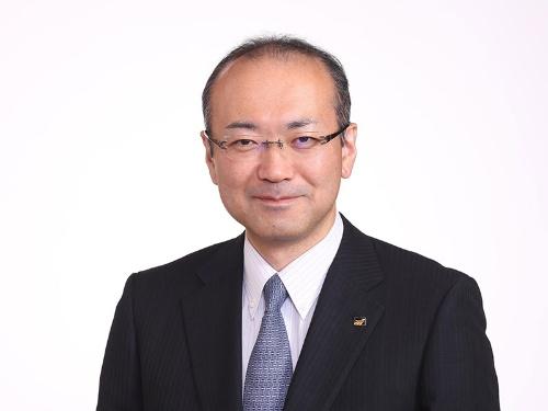 "<span class=""fontBold"">山口賢治(やまぐち・けんじ)</span><br>1968年生まれ。93年東京大学大学院修了、ファナック入社。生産技術畑を歩み、工場自動化を推進。2008年専務、12年副社長、16年社長、19年4月から現職。福島県出身。"