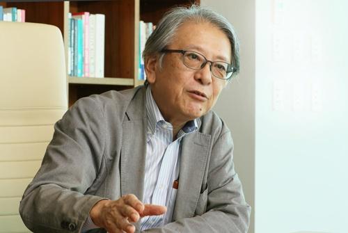 "<span class=""fontBold"">早川英男(はやかわ・ひでお)氏</span><br> 東京財団政策研究所上席研究員。1977年、東京大学経済学部を卒業。同年、日本銀行に入行。83~85年、米プリンストン大学大学院に留学。日本銀行在職中は2001~07年に調査統計局長、09~13年に理事などを歴任。富士通総研経済研究所エグゼクティブフェローを経て現職(写真:都築 雅人)"
