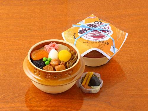 タケノコ、栗、うずらの卵など食材が色とりどりに並ぶ。