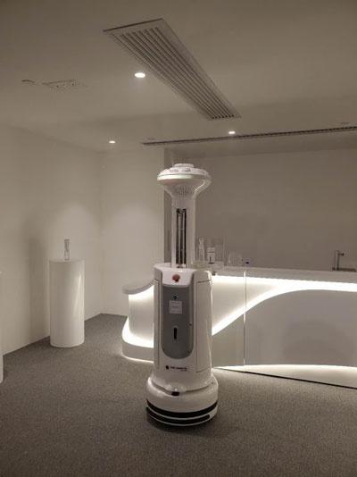入社2年目の社員が事業計画をまとめ、1度の社長プレゼンで、自動除菌ロボットを開発した香港企業との業務提携を決めた