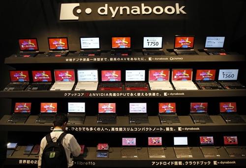 東芝のデジタル家電の代名詞だったパソコン「ダイナブック」はシャープに売却(写真:ロイター/アフロ)