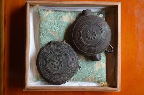慶雲館の当主に代々家宝として受け継がれてきたドラ(写真:栗原克己)