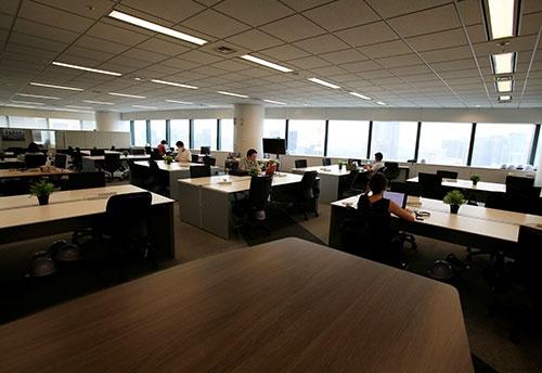 2020年は在宅勤務の定着に伴い、オフィス床面積の縮小に動く大手企業が現れ始めた(写真:ロイター/アフロ)