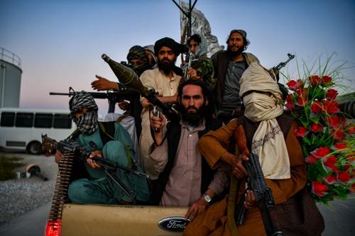 タリバンは、アフガニスタン最大のNATO空軍基地を支配下に置いた(写真:Abaca/アフロ)