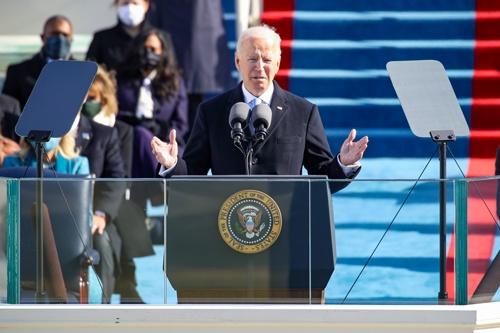 就任式で演説するジョー・バイデン米大統領。選挙公約に50年の炭素中立目標を掲げて勝利。2月19日、米国は地球温暖化対策の国際的枠組み「パリ協定」に正式に復帰した(写真:Rob Carr / Getty Images)