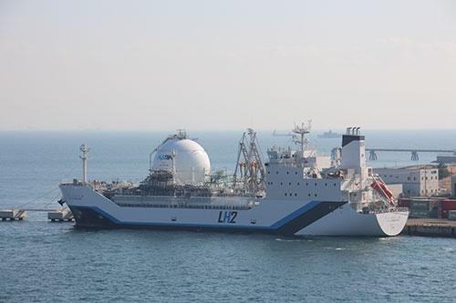 川崎重工業が開発した世界初の液化水素運搬船「すいそ ふろんてぃあ」