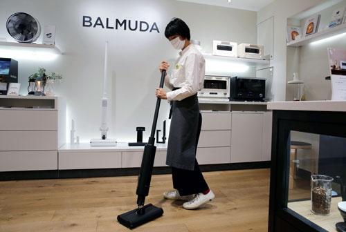 2020年末に東証マザーズに新規上場したバルミューダ。新たに掃除機に参入した(写真:ロイター/アフロ)