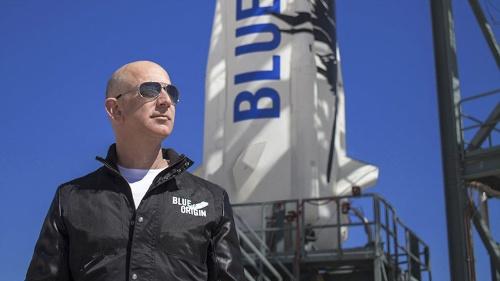 アマゾンCEOの退任を発表したジェフ・ベゾス氏。宇宙事業に本腰を入れる(写真:Blue Origin)